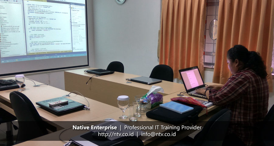 "Training ""SQL Server Introduction to SQL Server Database"" bersama Meares Soputan Mining"