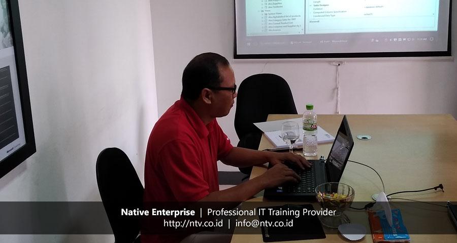 "Training ""SQL Server Introduction to SQL Server Database"" bersama Bank UOB Indonesia"