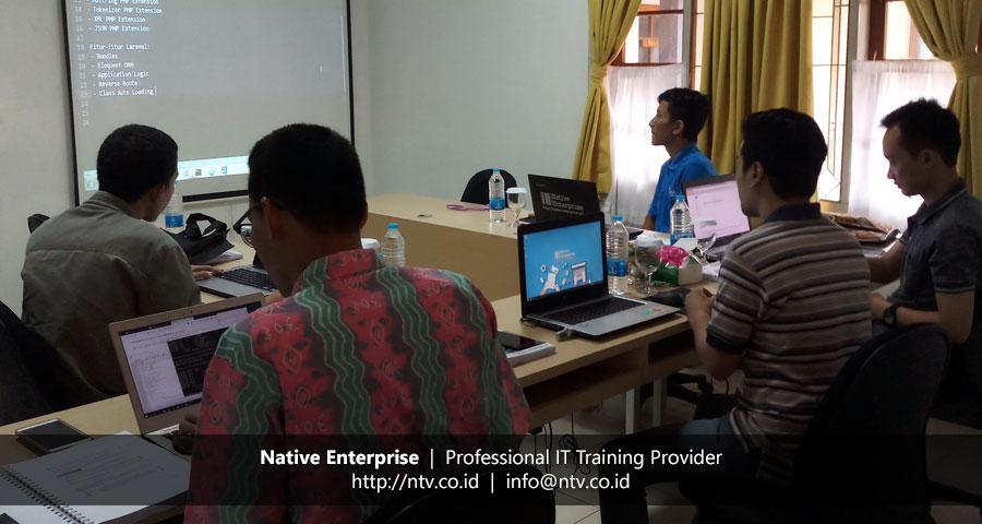 """Training """"Building PHP Web App using Laravel"""" bersama UIN Syarif Hidayatullah Jakarta"""