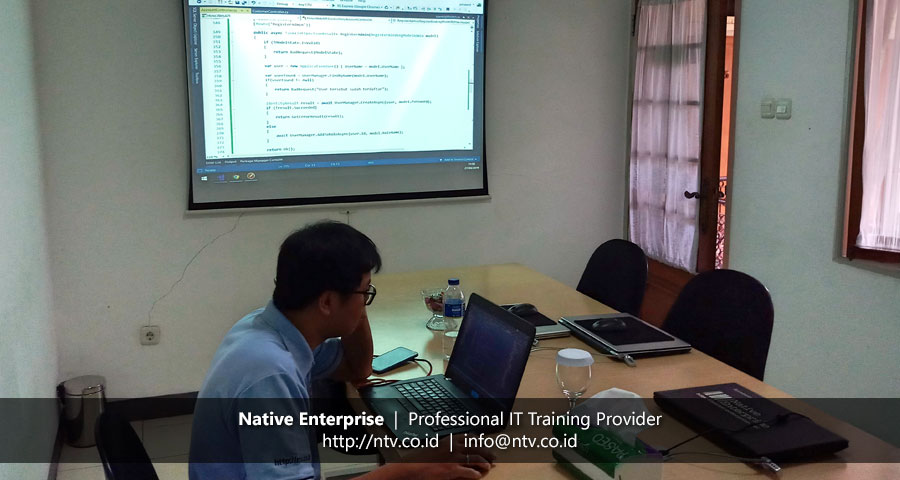 "Training ""Building RESTful Services using ASP.NET Web API"" bersama Hino Finance Indonesia"